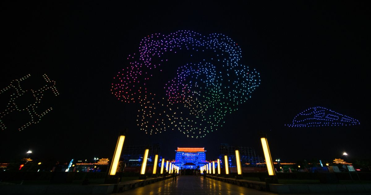 New record! 1,374 drones dance over ancient city wall of Xi'an